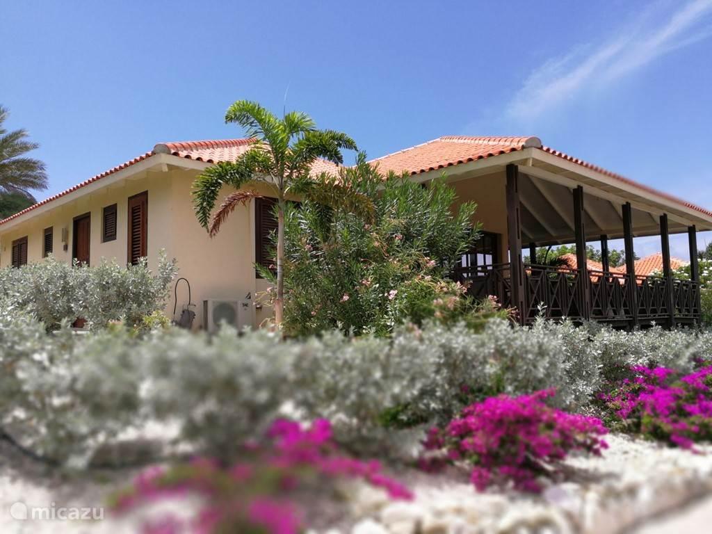Vakantiehuis Curaçao, Curacao-Midden, Blue Bay villa Villa 16 - Vlakbij zwembad & Strand