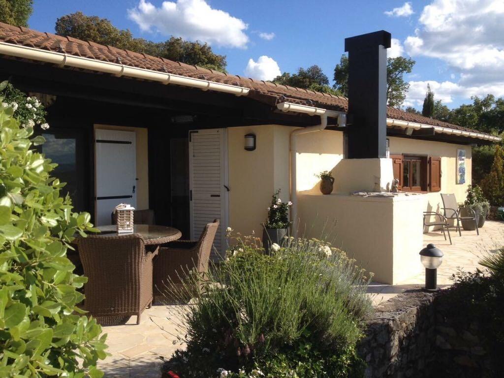 Deze prachtige bungalow G8, is nog beschikbaar van 9 september  tot 16 september. Wij bieden deze nu aan voor € 475.00 per week.