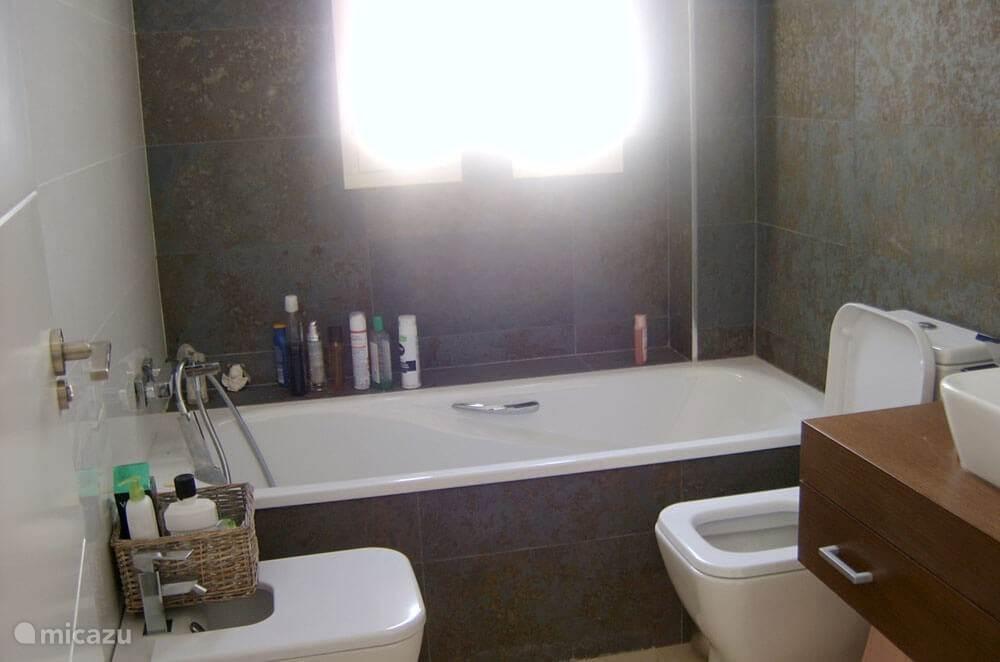 1 van 2 moderne badkamers