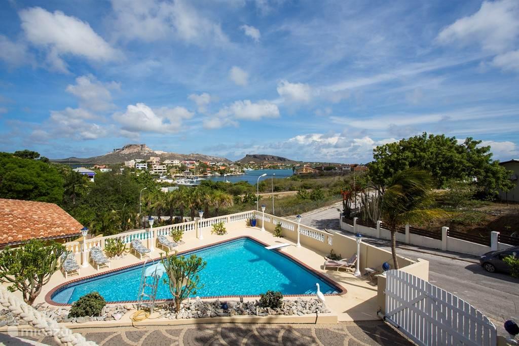 Villa Jan Sofat 45 heeft een schitterend uitzicht over het Spaanse water en de Tafelberg.