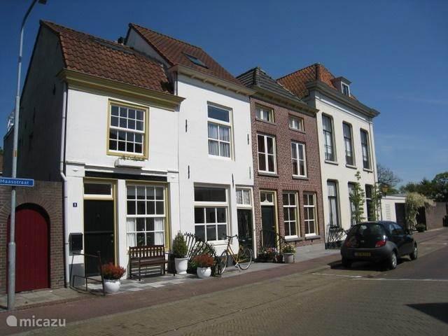 Vakantiehuis Nederland, Gelderland, Zaltbommel stadswoning Maasstraat 9