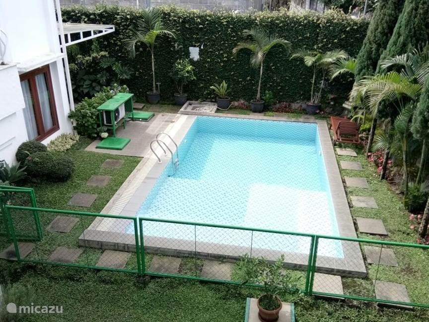 Zwembad met warmwater.