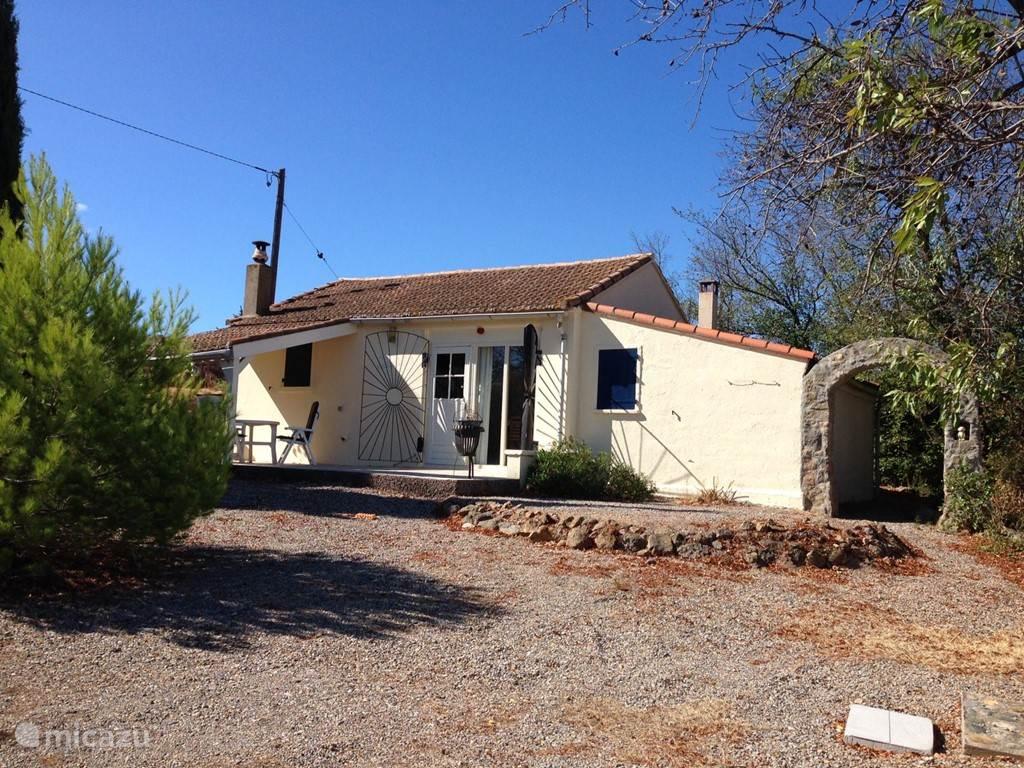 Vacation rental France, Languedoc-Roussillon, Douzens villa Villa L'Oustalet
