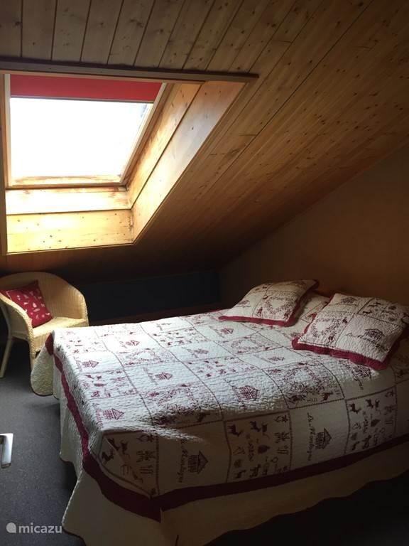 Slaapkamer met 2 persoonsbed op de 1e verdieping