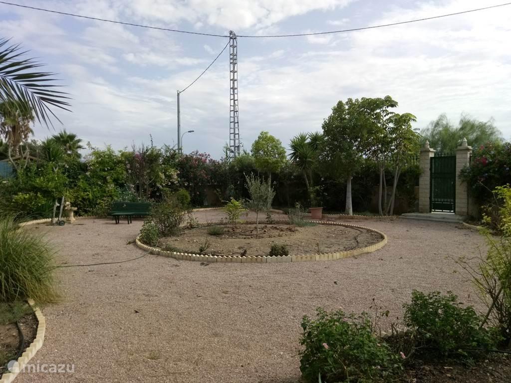 Ruime 1600 m2 tuin