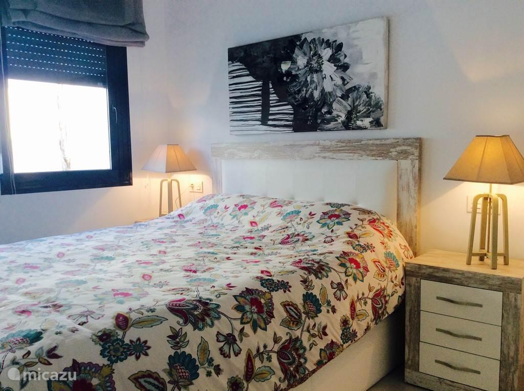 2 persoons slaapkamer met ingebouwde kast