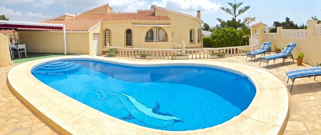 zwembad met ligbedden, WIFI aanwezig