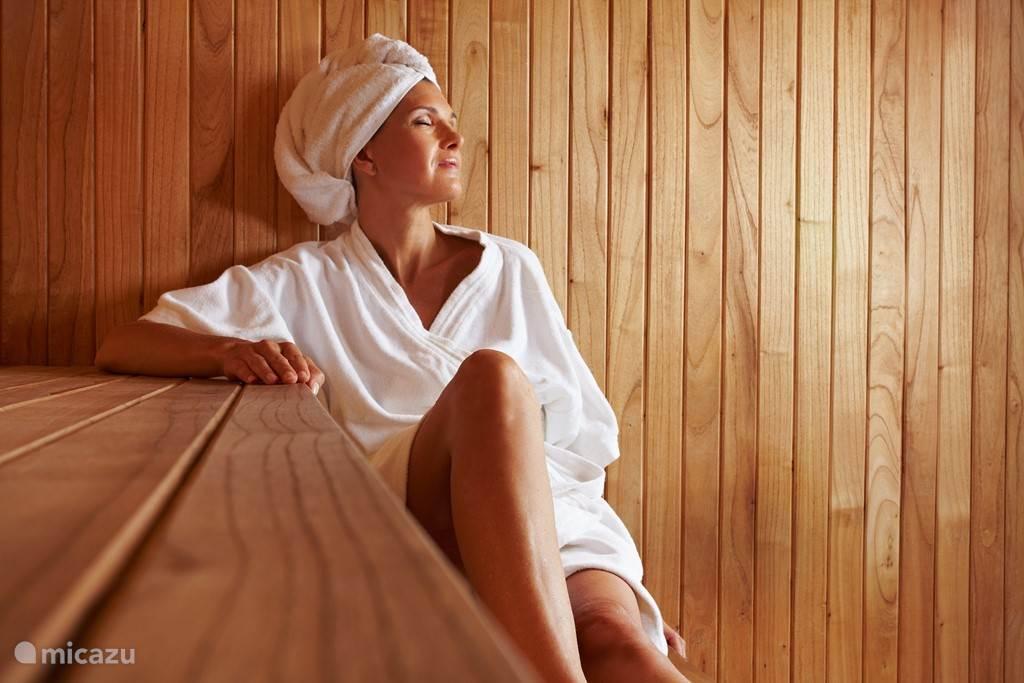 Van oktober tot april kun je gebruik maken van de sauna