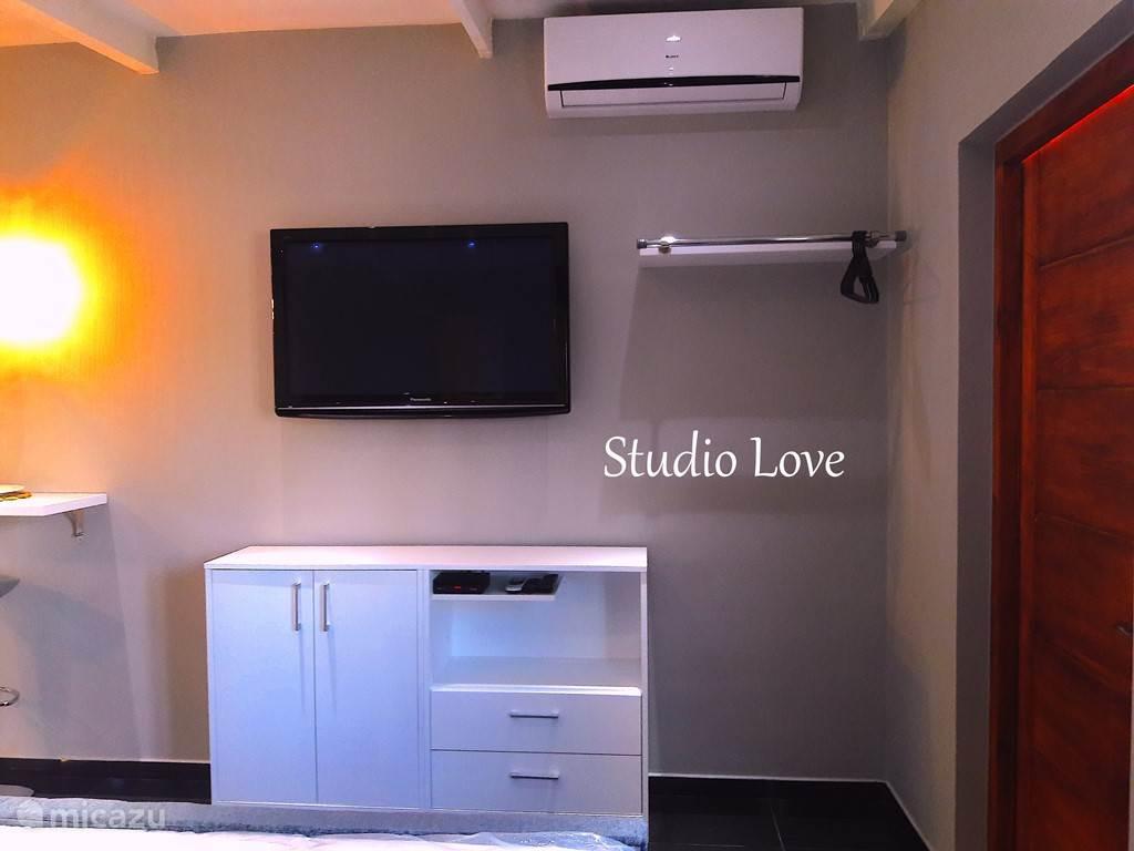 Studio Love ....
