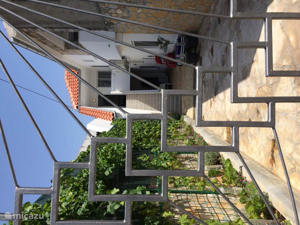 Vacation rental Croatia, Dalmatia – holiday house Kuca lastavica