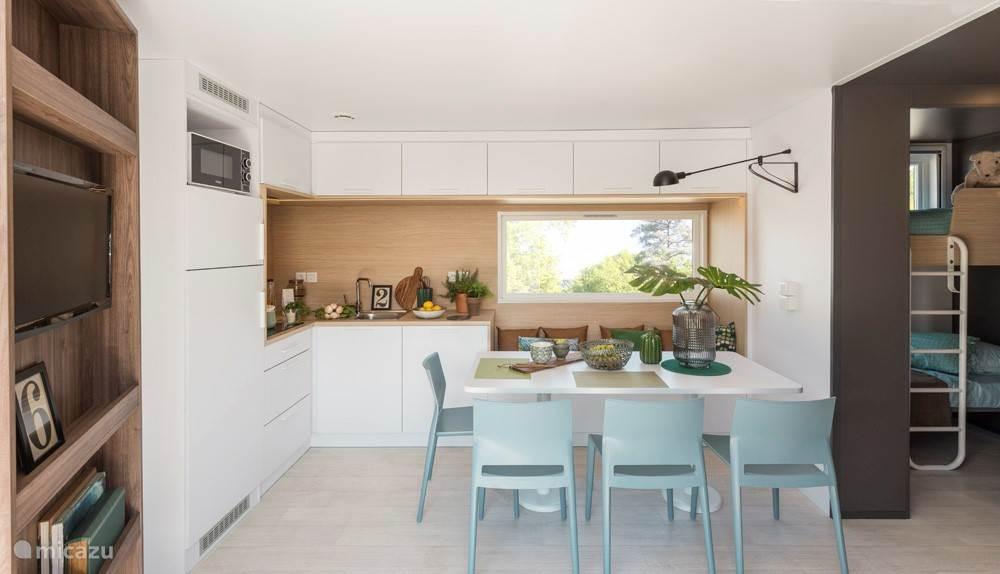 Fabrieks foto: Zeer ruime woonkamer / keuken