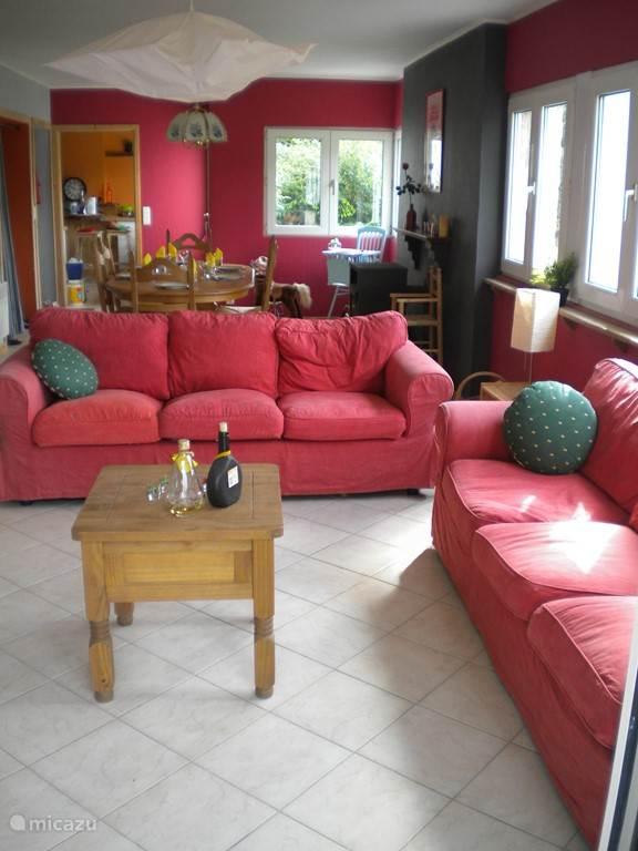 Geniet van de woonkamer om een aperitief samen te drinken of een film te bekijken