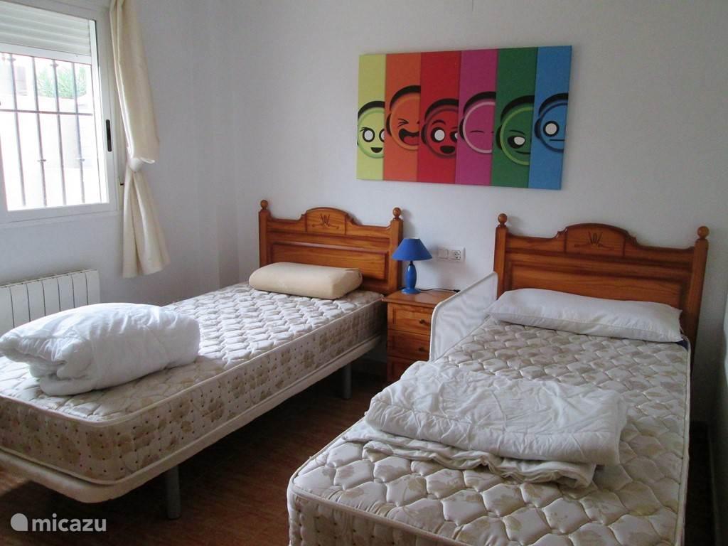 Slaapkamer met 2 single bedden