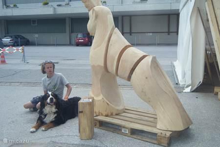 In de eerste week van augustus is er altijd een 'Brocante markt' met ook veel houtsnijwerk.