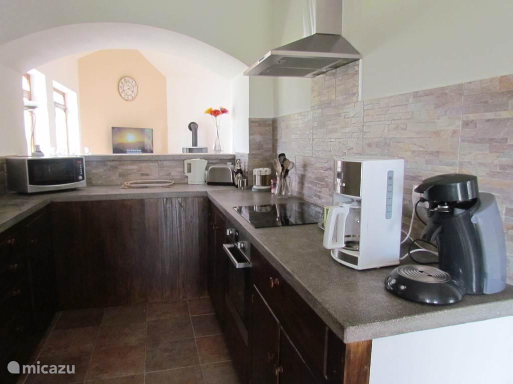 keuken in verbinding met de woonkamer