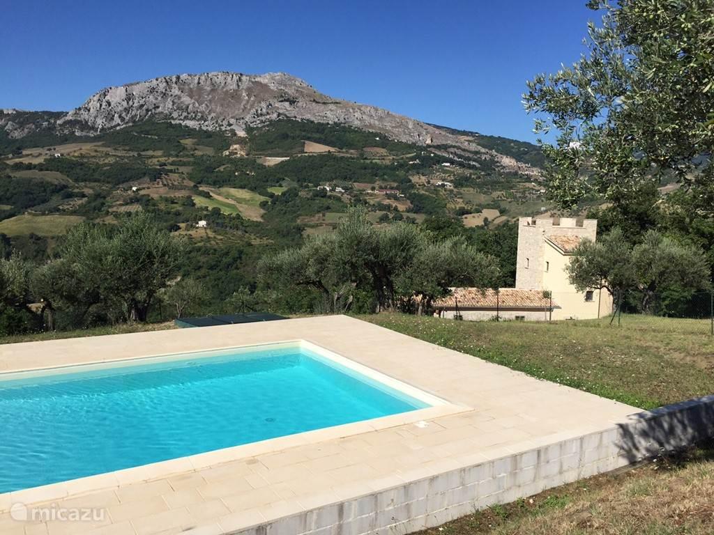 Vacation rental Italy, Abruzzo, Pietranico manor / castle Torre dei tre fratelli
