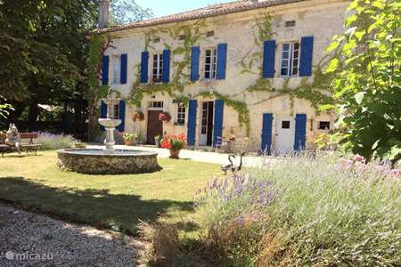Vacation rental France, Dordogne, Mareuil-sur-Belle holiday house Domaine Le Repaire (sleep 26)