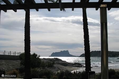 Strand en haven van Moraira op paar minuten rijden