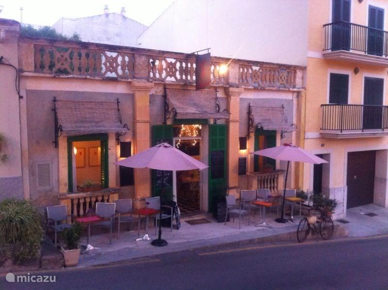 Cafe Magrana! , naast de kerk in Porto Cristo