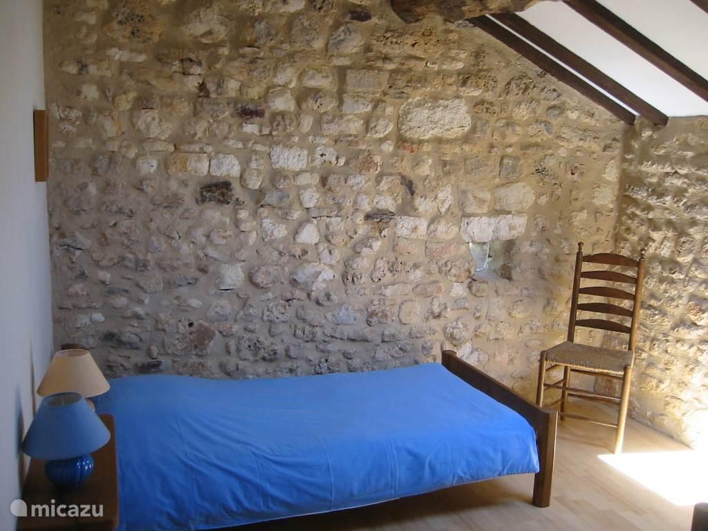Slaapkamer met enkele bedden