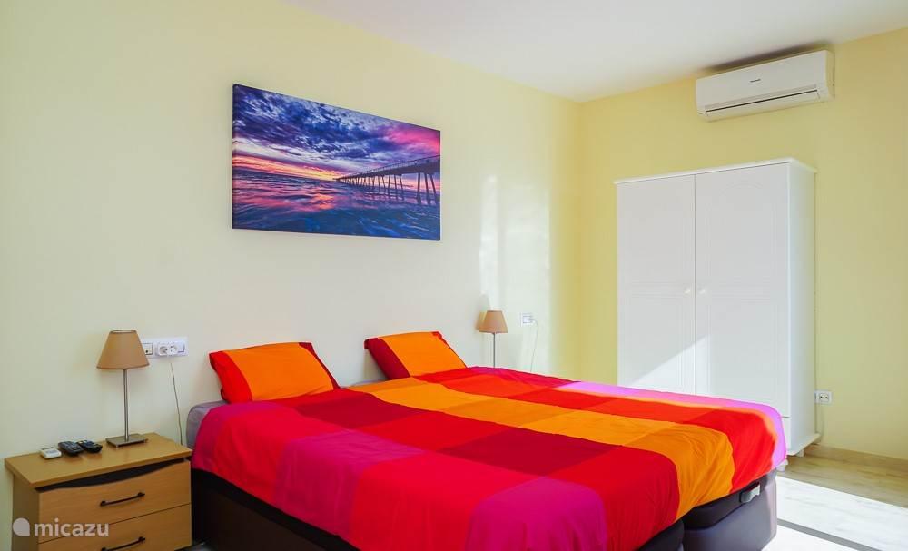 Masterbedroom met toegang naar zonneterras