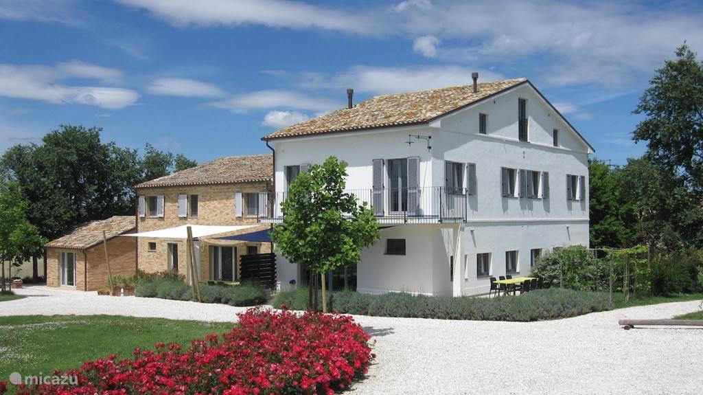 Vooraanzicht van vakantiehuis la Quercia.