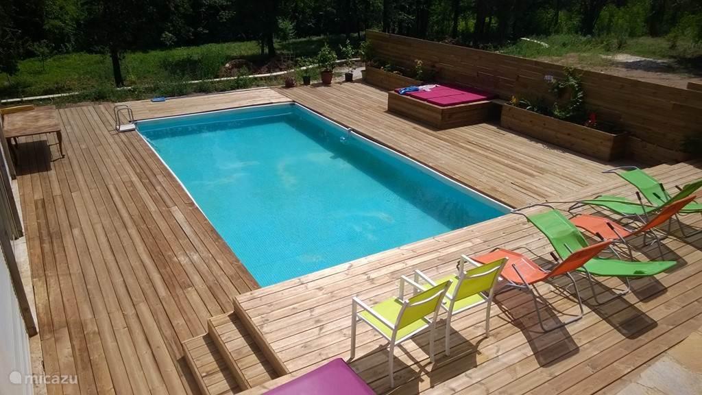Zwembad met terras van 100 m2