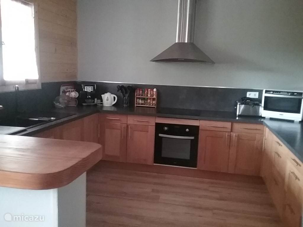 Keuken voorzien van alle benodigde apparatuur.