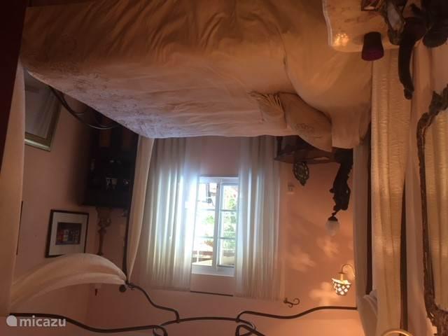Romatische slaapkamer met 2persoonsbed