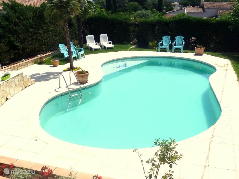 Zwembad Vila Le Bon Temps