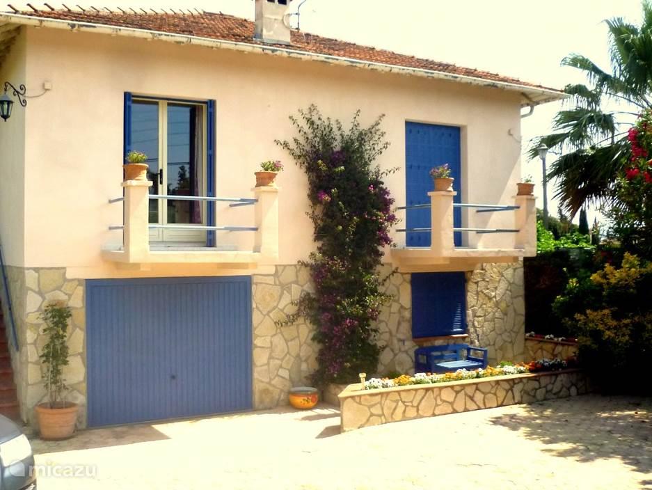 Vooraanzicht villa Le Bon Temps