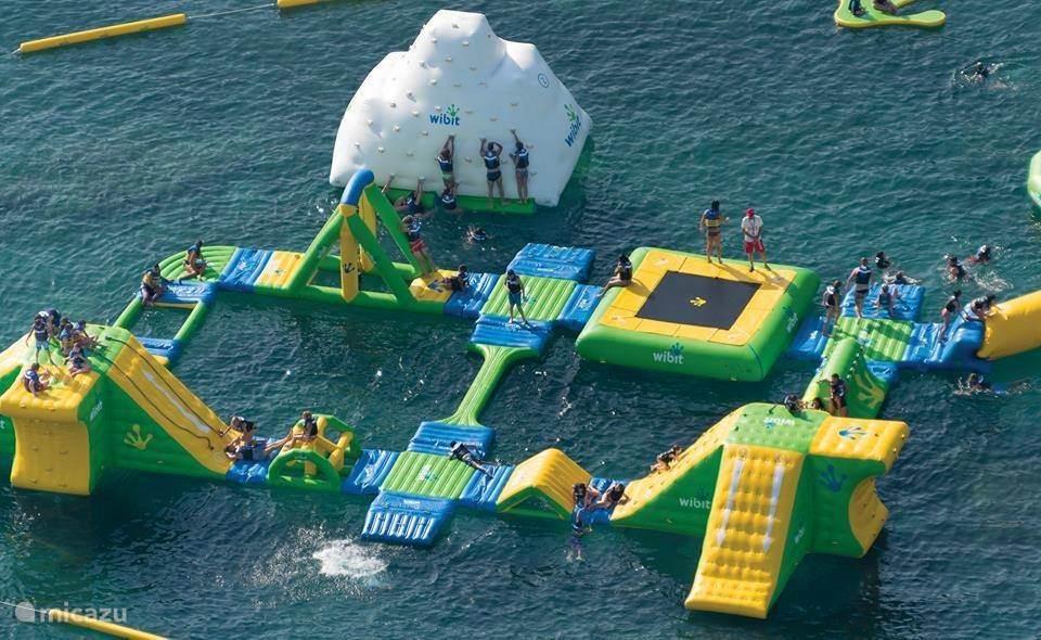 Kinder speel paleis op water