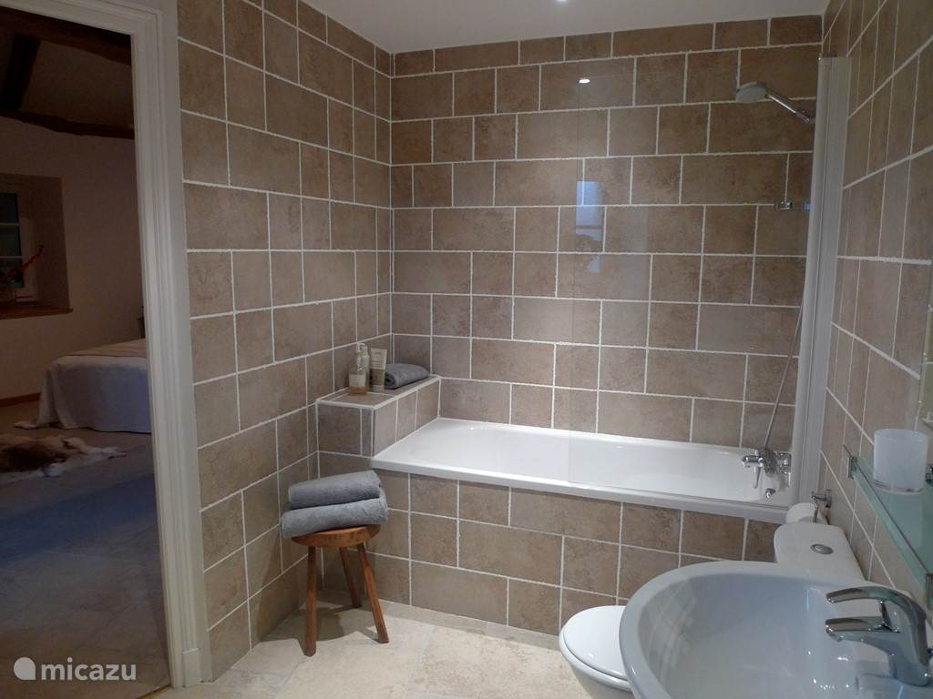 En suite badkamer