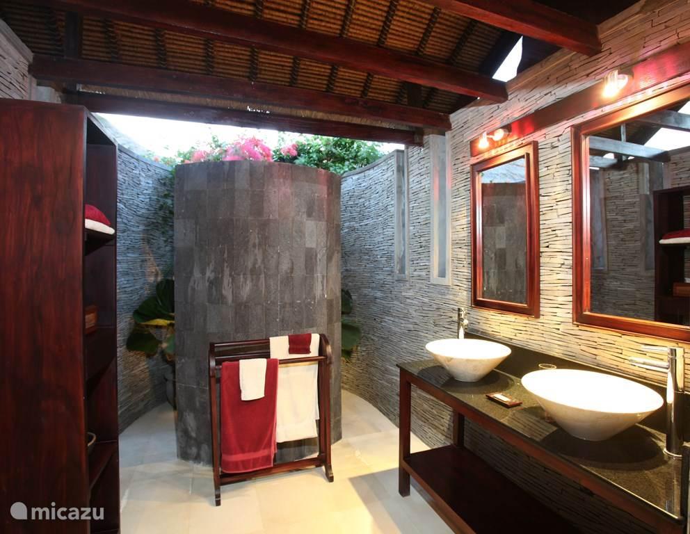semi-open badkamer