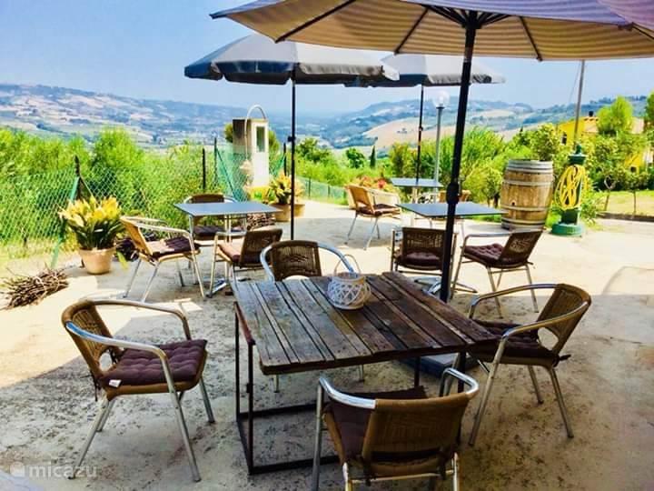 Vakantiehuis Italië, Marche, Carassai Bed & Breakfast B&B kamer