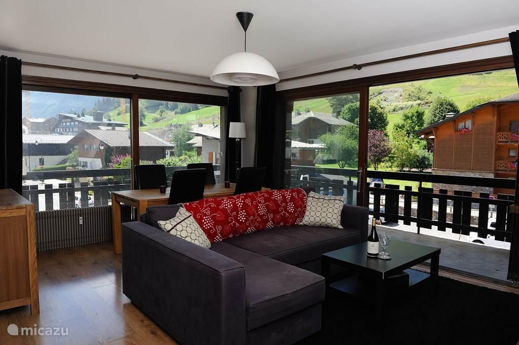 Appartement is licht en heeft een mooi uitzicht over Morzine. De woonkamer is voorzien van een slaapbank voor extra flexibiliteit waardoor het appartement plaats biedt aan maximaal 5 personen.
