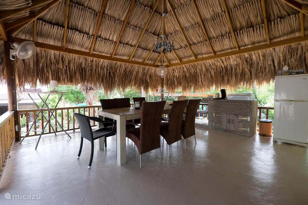 Gezamenlijk terras (palapa)