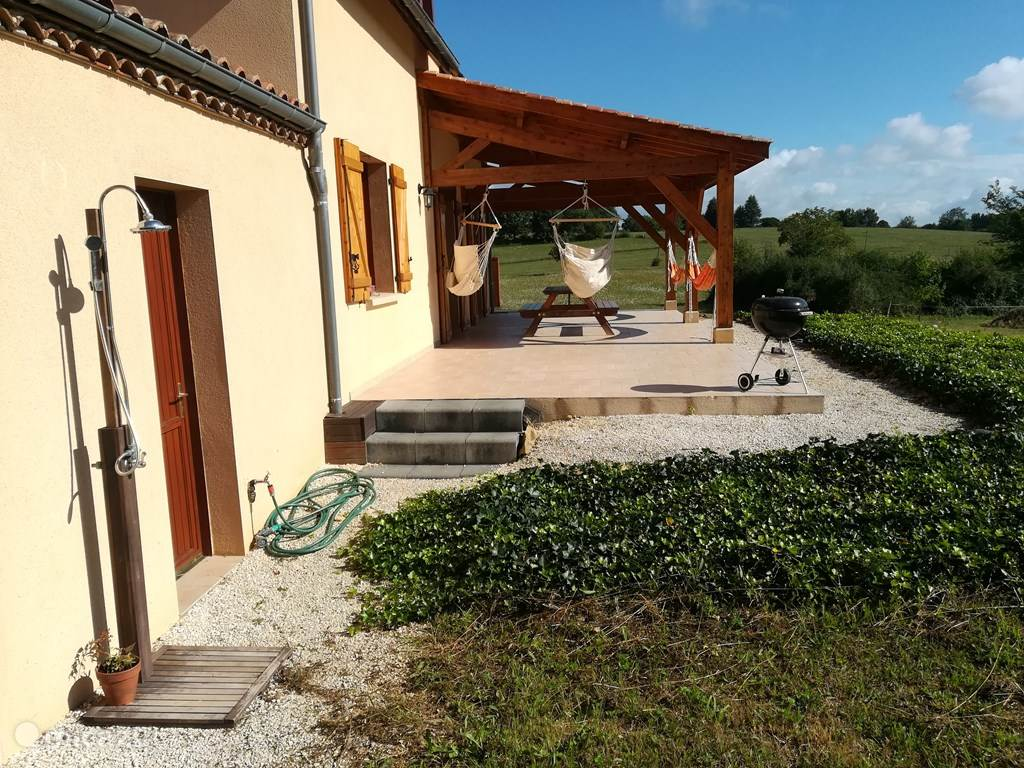 terras, veranda, buitendouche, hangmatten, hangstoelen