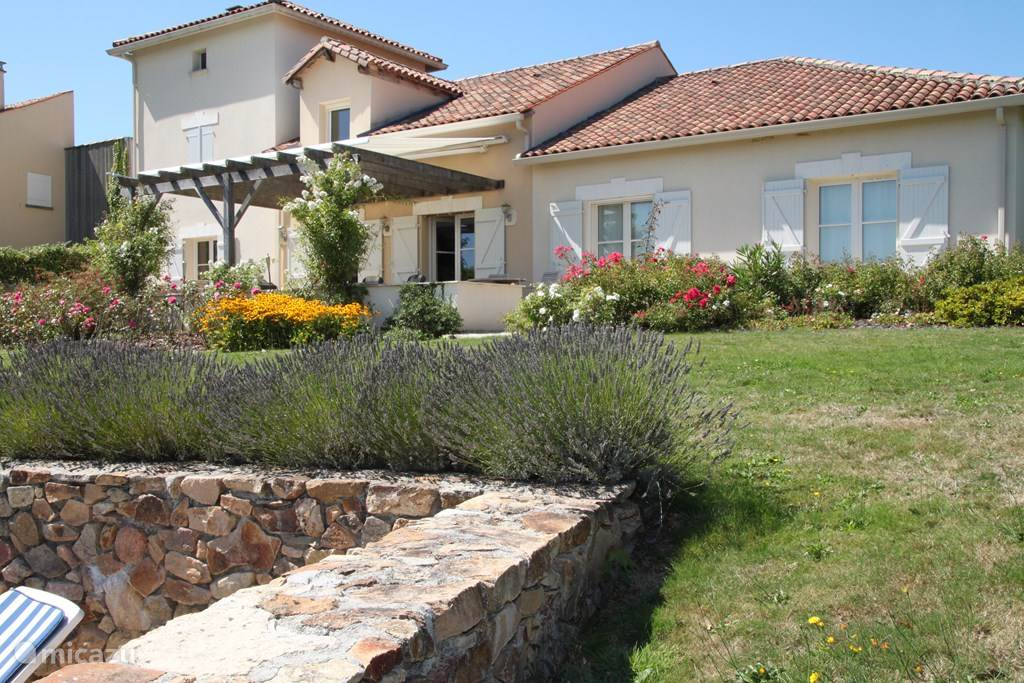 Vacation rental France, Charente, Rouzède villa La verdoyante