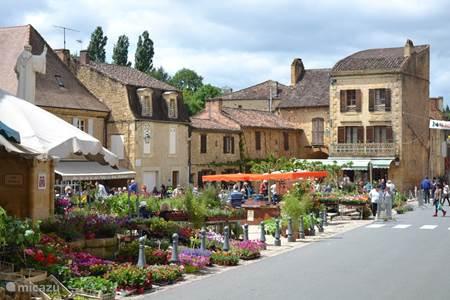 Bloemenmarkt in Cadouin