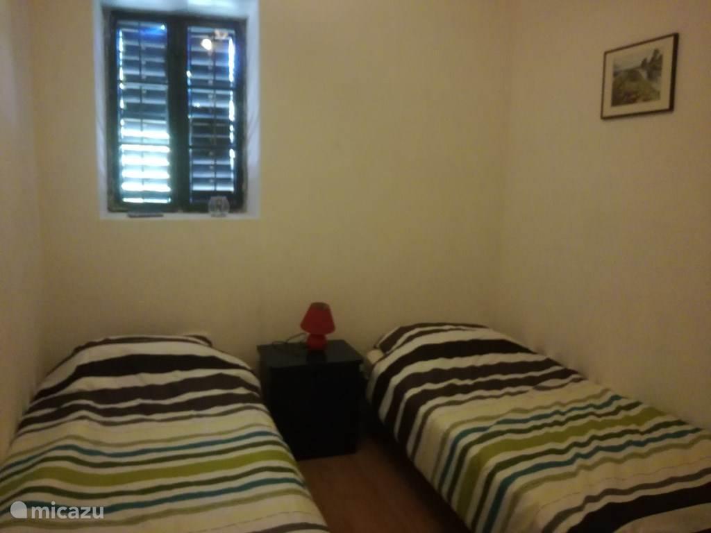 Kleinere slaapkamer met 2 bedden