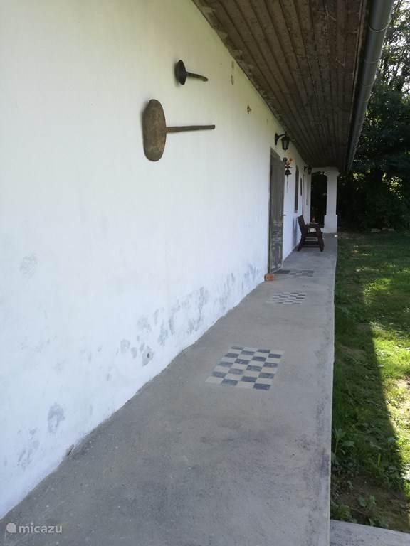 Veranda over de hele achterkant van het huis 20 m