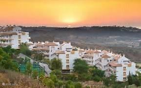 De urbanisatie bij zonsondergang
