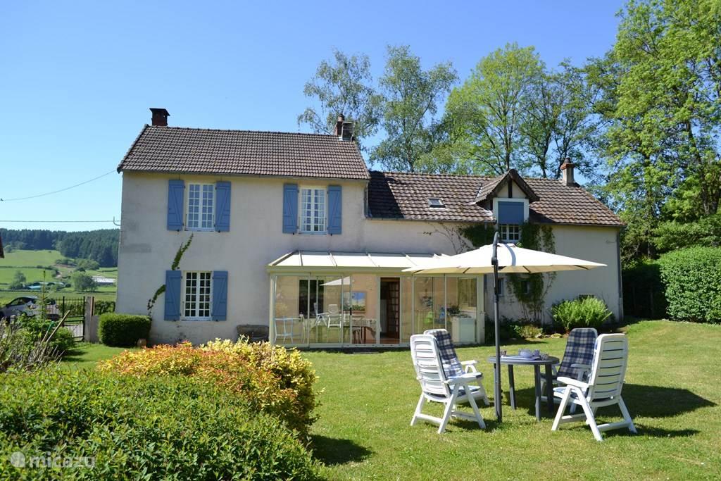 Vakantiehuis Frankrijk, Bourgogne, Lucenay-l'Évêque Villa La Maison Jouvenaar ***