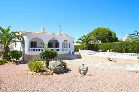 Vakantiehuis Spanje, Costa Blanca, Torrevieja - villa Echt Spaans sfeerhuis