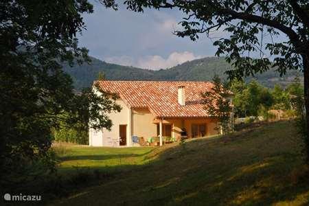 Vakantiehuis Frankrijk, Ardèche, Désaignes villa 'Le Noyer', de notenboom