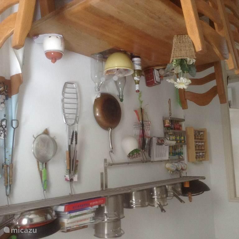 Keuken met veel toebehoren