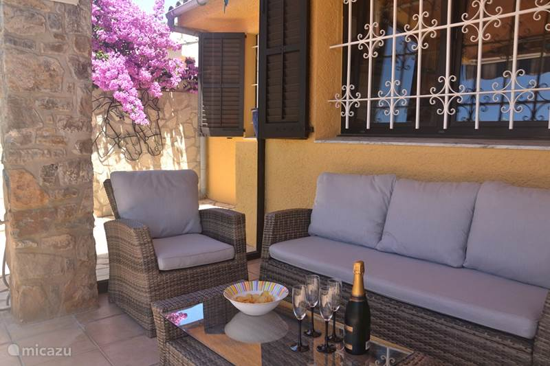 Rent villa ingrid in l 39 escala costa brava micazu for Ingrid house