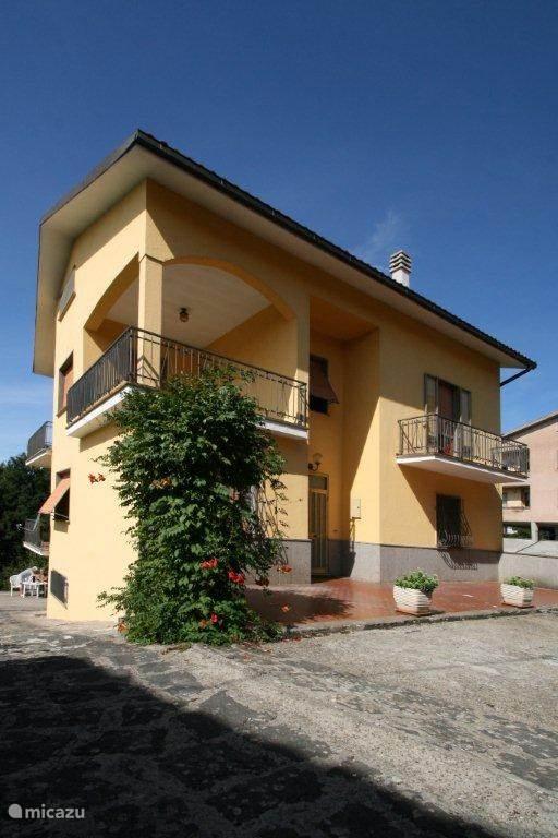 Vacation rental Italy, Lazio – holiday house Casa Gialla