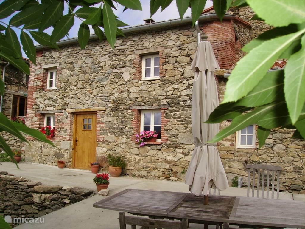 Dit is de studio Le Camelia op domaine Mas Taillet.